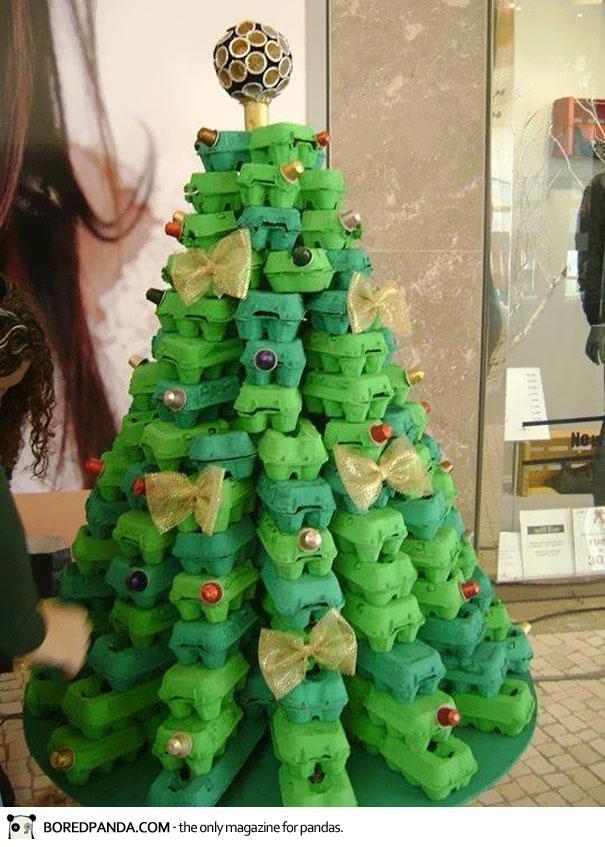 arbol navidades reciclado con hueveras