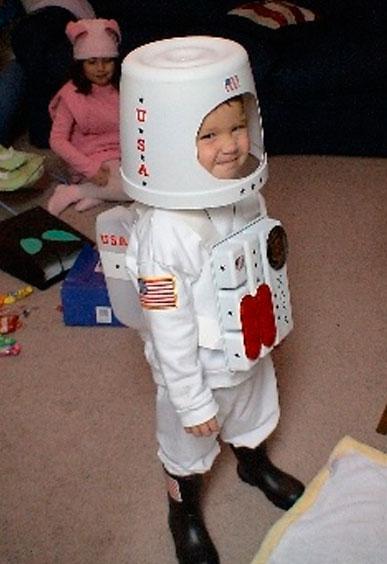disfraz-astronauta-carnaval--disfraces-reciclados